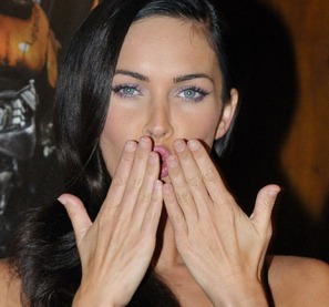 megan-fox-both-hands-kiss